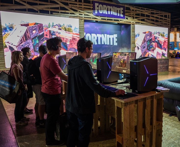 People playing Fortnite at Gamescom2017