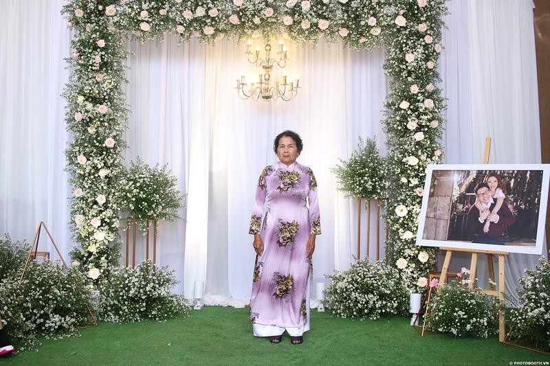 Vy-Cuong-wedding-instant-print-photo-booth-in-Bien-Hoa-Chup-hinh-lay-lien-Tiec-cuoi-tai-Bien-Hoa-WefieBox-Photobooth-Vietnam-075.jpg