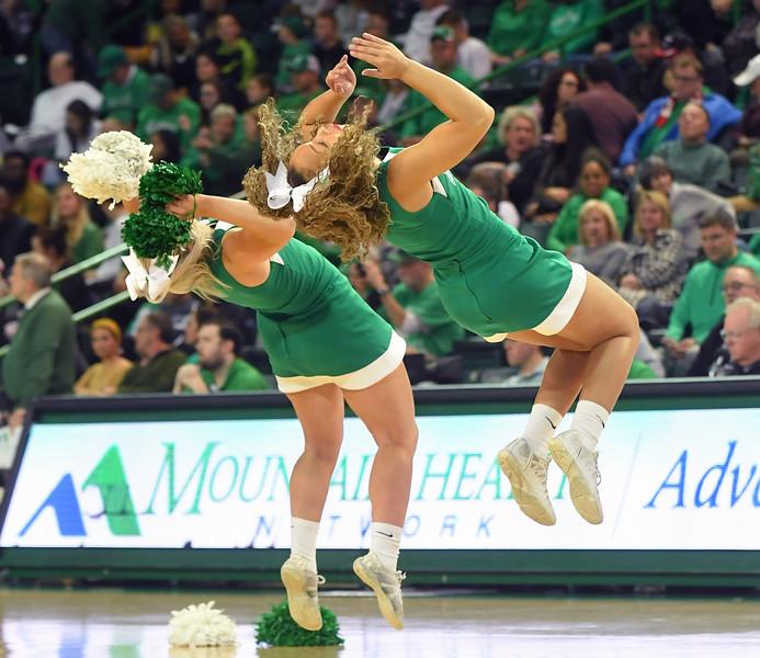 cheerleaders0413.jpg