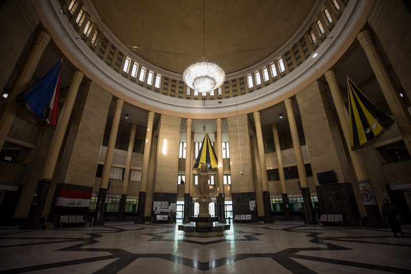 The very grand and impressive main hall complete with elaborate chandolier and statue at Baghdad Central Station.