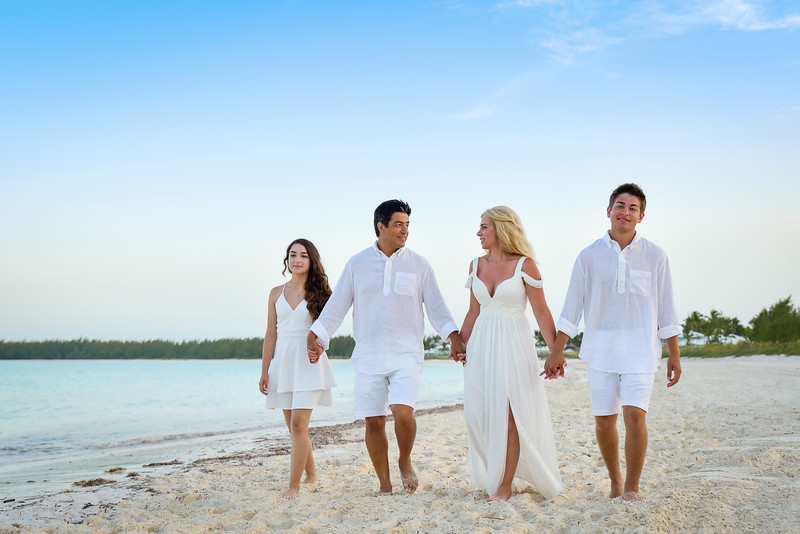 Vow Renewal at Grand Isle Resort in Exuma Bahamas photo by Reno Curling #renocurling