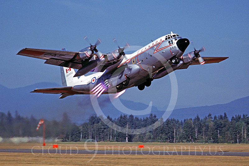 JATO 00002 A Lockheed C-130 Hercules Canadian Armed Forces JATO take off Abbottsford 9-1977 military airplane picture by Peter B Lewis.JPG