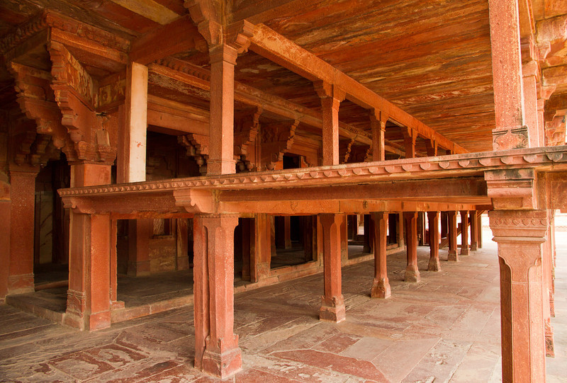 Two storey platform near facing Anup Talao. Akbar's bedroom with a rather high stone bed is behind this.