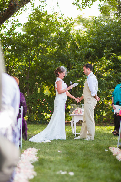 Intimate backyard summer wedding ceremony at a home in the Chicago suburbs. Wedding photographer – Ryan Davis Photography – Rockford, Illinois.