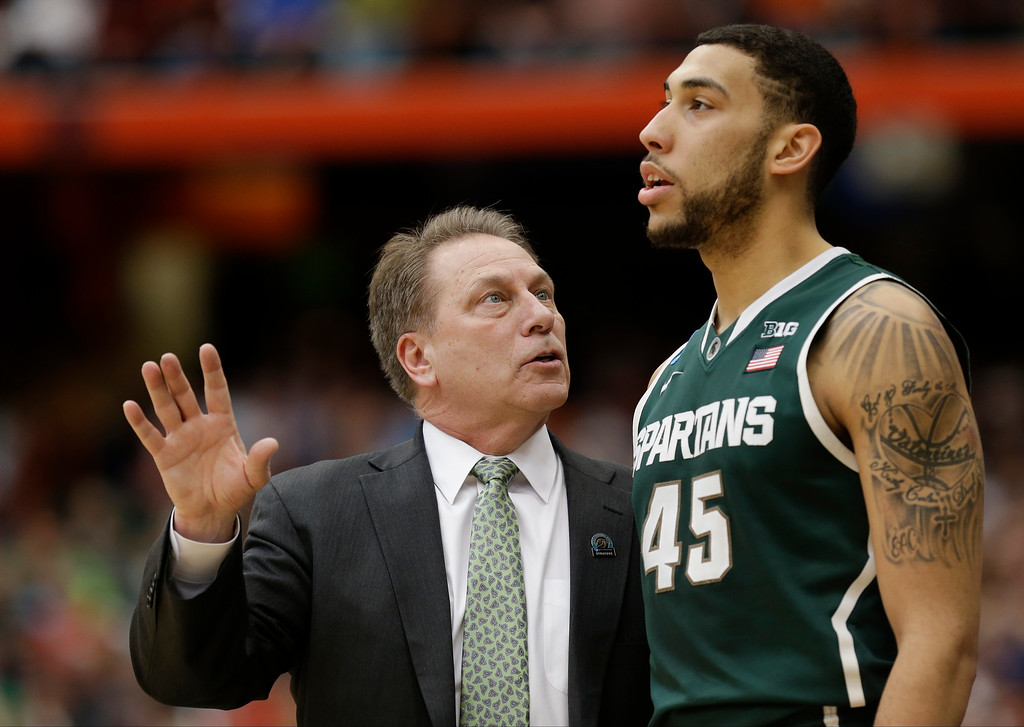 . Michigan State head coach Tom Izzo, left, talks to Michigan State\'s Denzel Valentine during the first half of a regional final against Louisville in the NCAA men\'s college basketball tournament Sunday, March 29, 2015, in Syracuse, N.Y. (AP Photo/Seth Wenig)