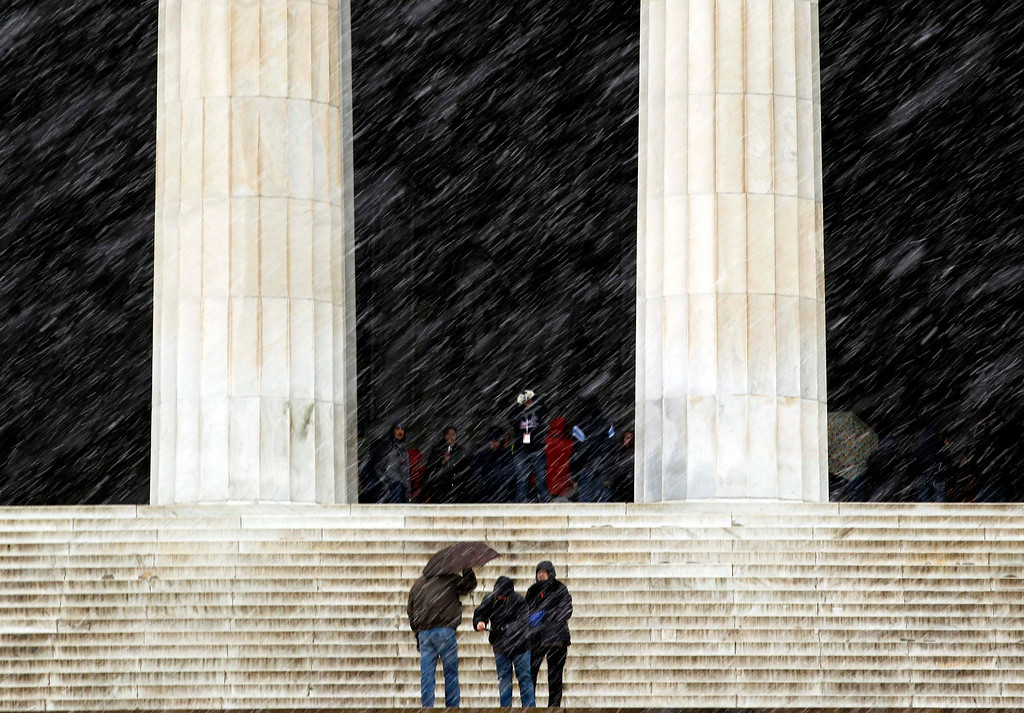. Tourists brave the falling snow to visit the Lincoln Memorial in Washington March 6, 2013. A fierce snowstorm packing heavy, wet snow shut down the U.S. capital on Wednesday as Washington could get slammed by its biggest snowfall in possibly two years, with 6 to 12 inches (15 to 30 cm) of snow expected after the storm moved eastward into the Mid-Atlantic States, the National Weather Service said.  REUTERS/Kevin Lamarque
