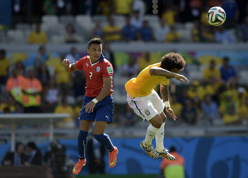 . Chile\'s forward Alexis Sanchez (L) and Brazil\'s defender Marcelo vie for the ball during the Round of 16 football match between Brazil and Chile at the Mineirao Stadium in Belo Horizonte during the 2014 FIFA World Cup on June 28, 2014. (JUAN MABROMATA/AFP/Getty Images)