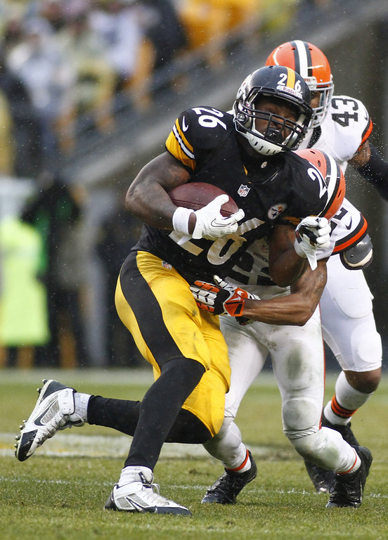 . Le\'Veon Bell #26 of the Pittsburgh Steelers rushes against the Cleveland Browns during the game on December 29, 2013 at Heinz Field in Pittsburgh, Pennsylvania.  (Photo by Justin K. Aller/Getty Images)