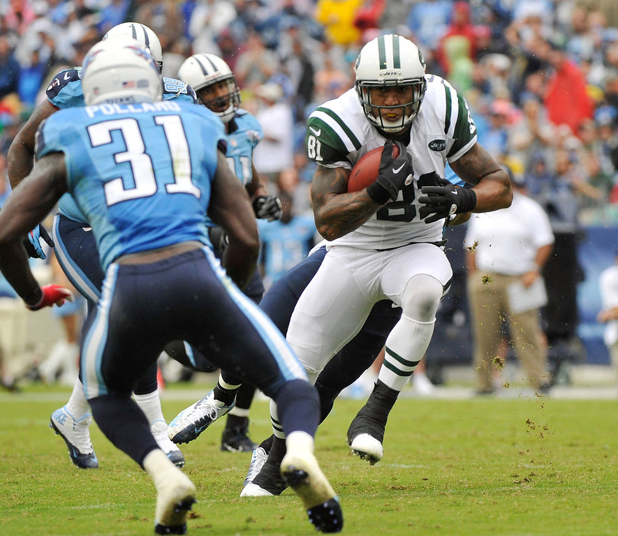 . NASHVILLE, TN - SEPTEMBER 29:  Kellen Winslow #81 of the New York Jets runs toward Bernard Pollard #31 of the Tennessee Titans at LP Field on September 29, 2013 in Nashville, Tennessee.  (Photo by Frederick Breedon/Getty Images)