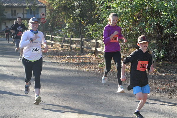 Almond Bowl Run raises money for high school cross-country