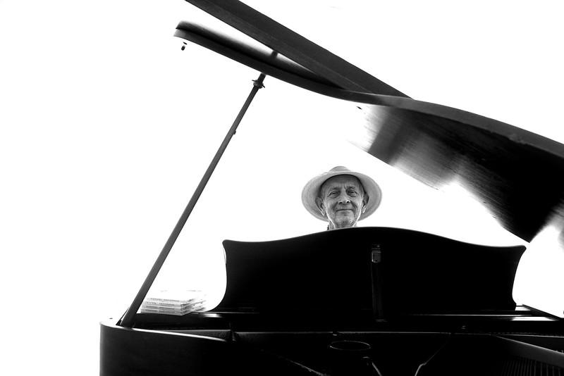 the-piano-man_38500672192_o.jpg
