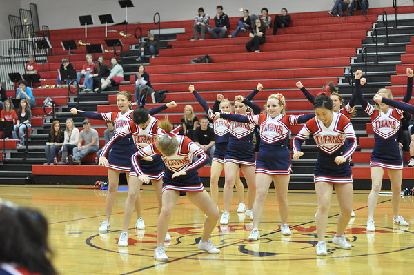 Cheerleaders-1-25-2011