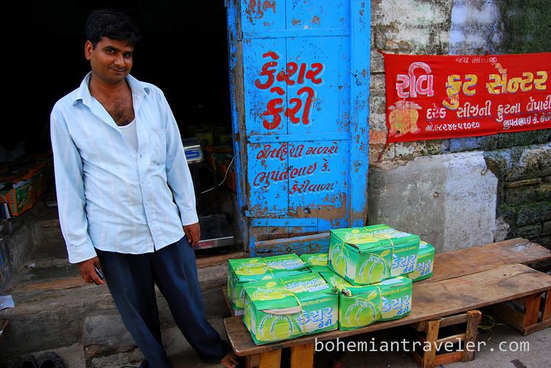 selling mangos.jpg