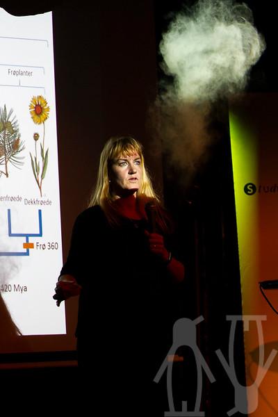 Charlotte Sletten Bjorå viser hvordan sporer fungerer