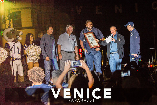 09.16.16 LA Rams Venice Sign Lighting