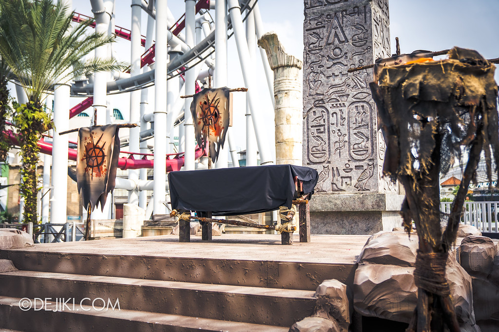 Universal Studios Singapore Halloween Horror Nights 8 / Cannibal scare zone Blood & Bones show stage