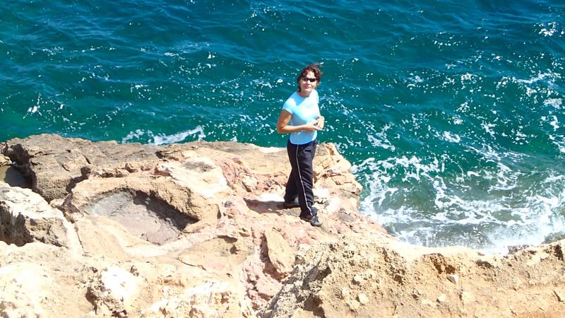 Shay on the rocks at Cova Tallada