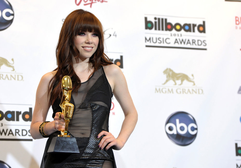 ". Carly Rae Jepsen poses backstage the award for top digital song for ""Call Me Maybe\"" at the Billboard Music Awards at the MGM Grand Garden Arena on Sunday, May 19, 2013 in Las Vegas. (Photo by John Shearer/Invision/AP)"
