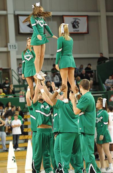cheerleaders6325.jpg