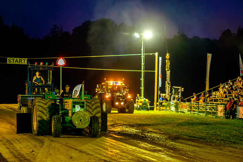 Tractor Pulling 2015-2184.jpg