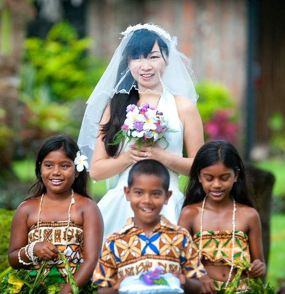 Fiji_KidsLeadingBride.jpg