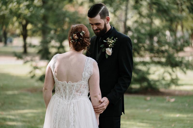 rustic_ohio__fall_barn_wedding-82.jpg