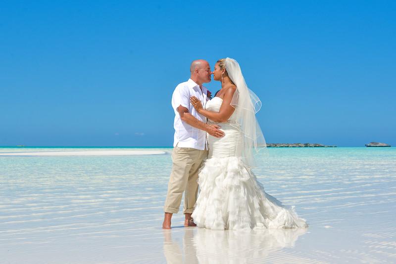 Destination Wedding at Sandbar in Exuma Bahamas photo by Reno Curling #renocurling