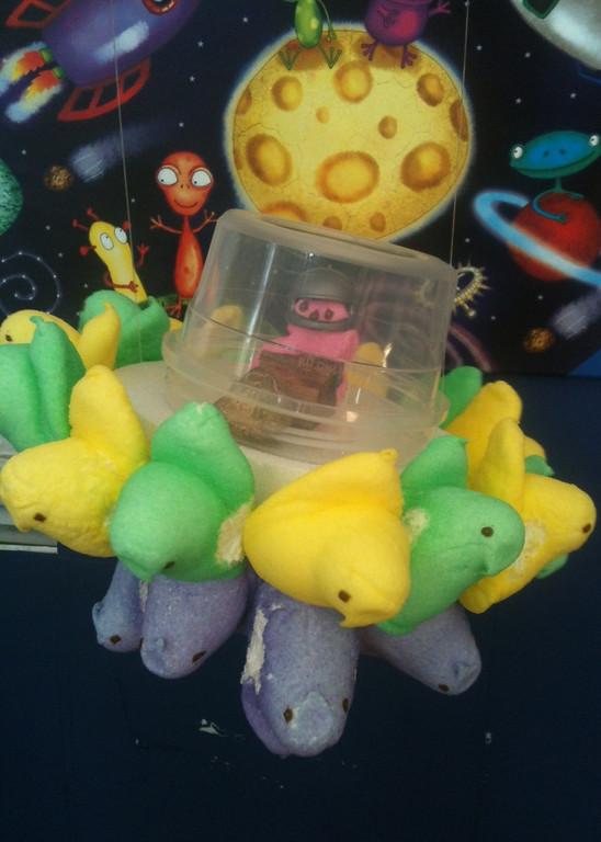 . Alien Peepship.  Makenzie Lucken, age 9