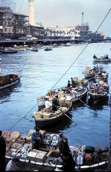 1960-2-18 (6) Selling baskets etc @ Port Said, Eygpt.JPG