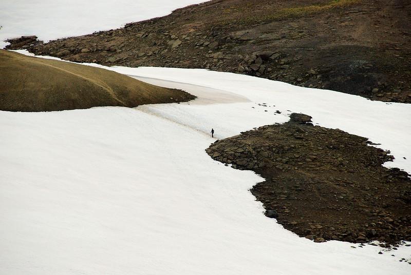 Gönguleiðin lá oft yfir snjó.