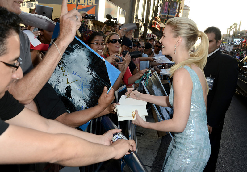 """. Actress Jennifer Morrison signs autographs as she arrives at the Premiere of Paramount Pictures\' \""""Star Trek Into Darkness\"""" at Dolby Theatre on May 14, 2013 in Hollywood, California.  (Photo by Kevin Winter/Getty Images for Paramount Pictures)"""