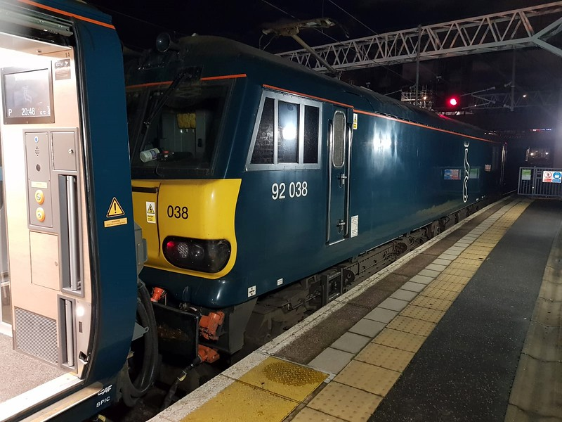 92038 on the rear of 1M11 ex Glasgow sleeper awaiting to take the ECS back to Wembley