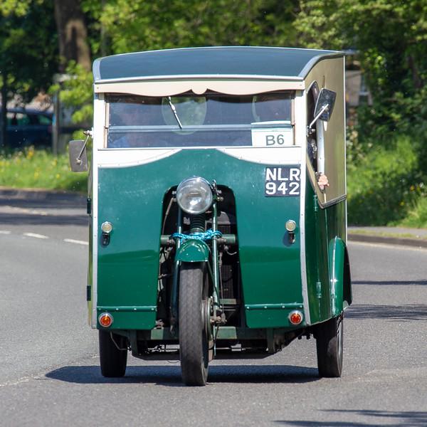 NLR942 1953 Reliant Regent