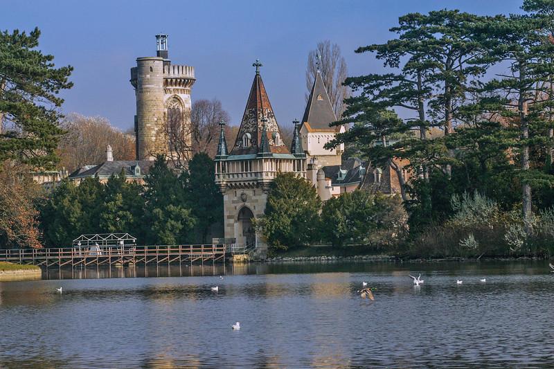 Franzensburg Castle