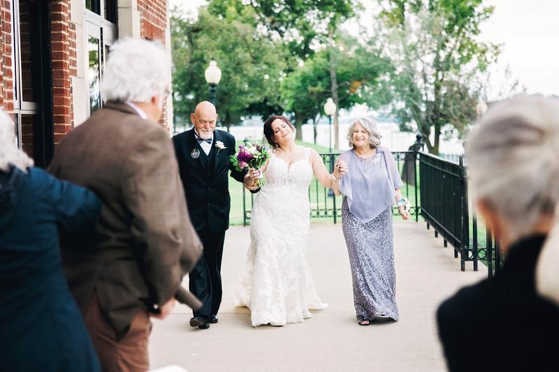 chateau-on-the-river-trenton-michigan-wedding-0242.jpg