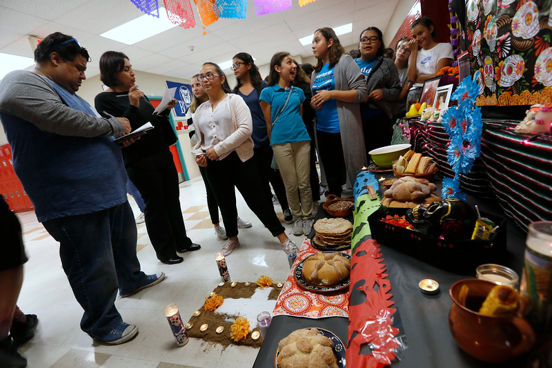 110118BrownMS-DayOfTheDead239 copy.JPG
