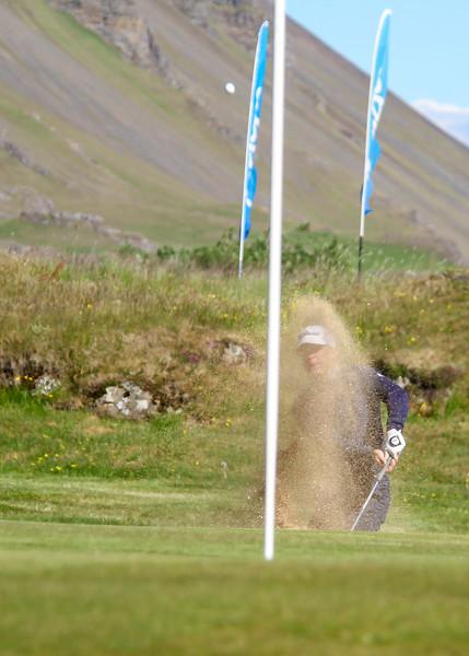 Björn Óskar Guðjónsson, GM, slær úr glompu við 9. flöt á Garðavelli.  Mynd/seth@golf.is