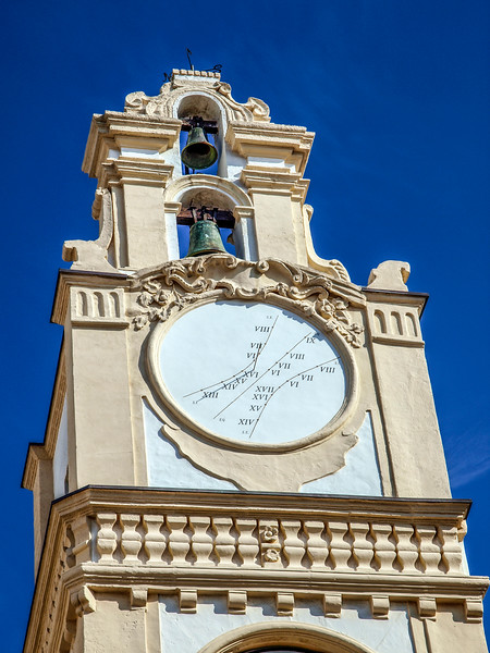 Next door to Cattedrale di Sant'Agata, I saw Torre dell'Orologio (1704-13) adjacent to Sant'Agata Cathedral.. the clock being unusual, just struck me…