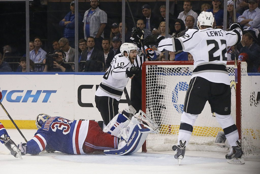""". 10. (tie) NEW YORK RANGERS <p>Made most of Finals off day by setting up Thursday tee times. (6) <p><b><a href=\'http://www.twincities.com/sports/ci_25933597/stanley-cup-finals-new-york-fans-have-little\' target=\""""_blank\""""> LINK </a></b> <p>    (Robert Gauthier/Los Angeles Times/MCT)"""