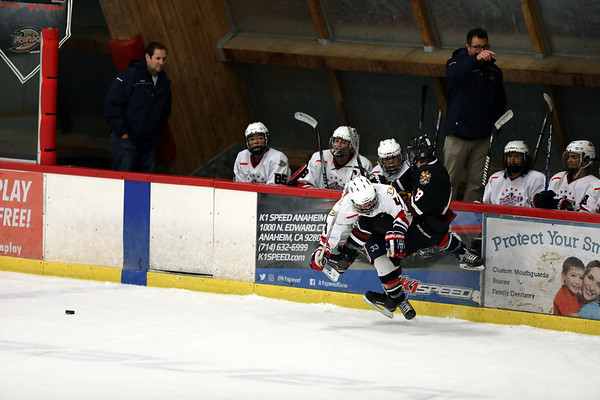 Beckman Varsity Ice Hockey vs J Serra 09.08.17