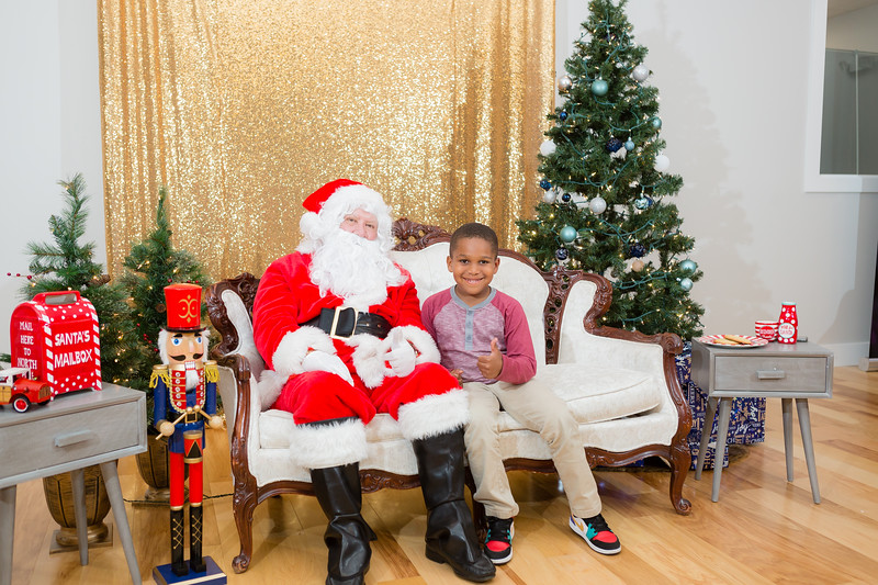 FADS Picture with Santa-360.jpg