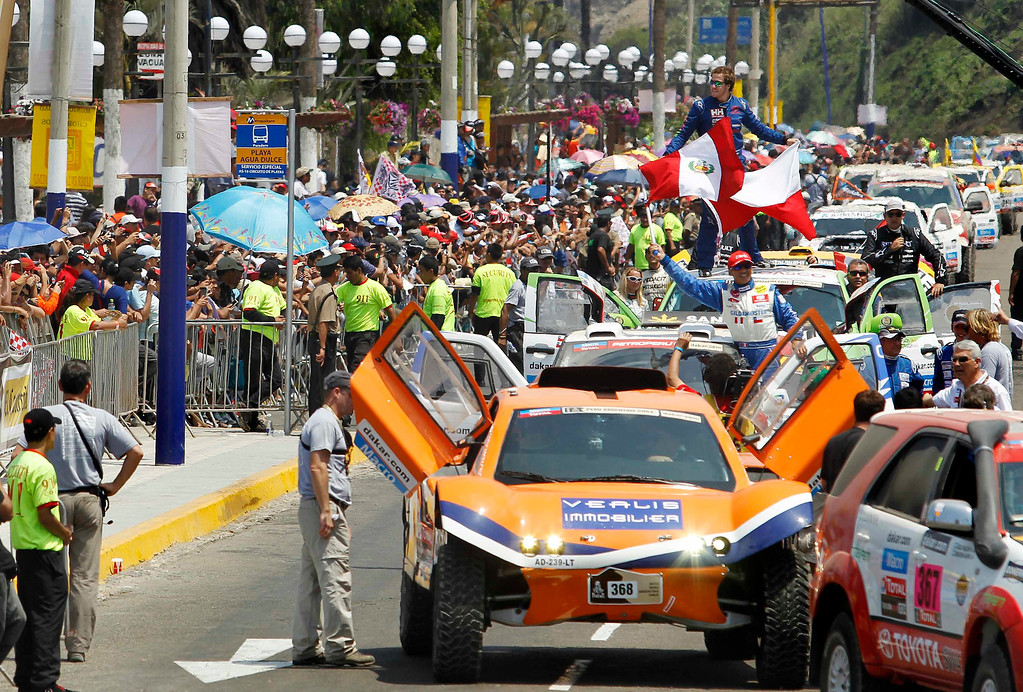 . Car competitors arrive to the podium during the departure ceremony of the fifth South American edition of the Dakar Rally 2013 in Lima January 5, 2013. REUTERS/Enrique Castro-Mendivil