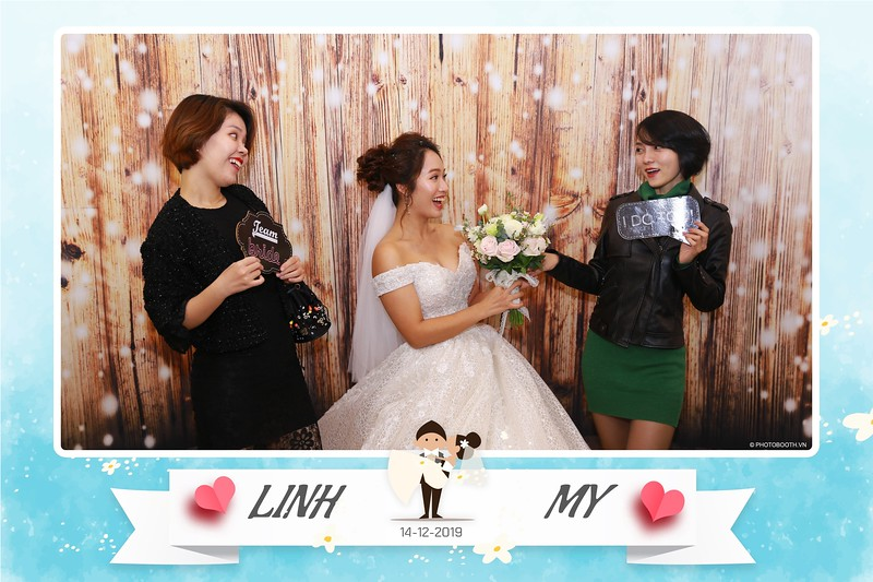 Linh-My-wedding-instant-print-photo-booth-in-Ha-Noi-Chup-anh-in-hnh-lay-ngay-Tiec-cuoi-tai-Ha-noi-WefieBox-photobooth-hanoi-41.jpg