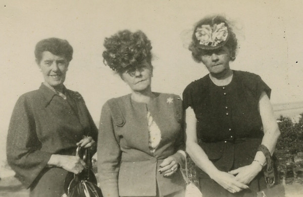 1948 Nora, Louise, Anne Bob's graduation from Brown116.jpg