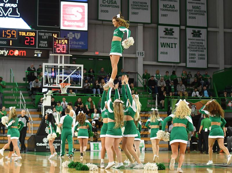cheerleaders8317.jpg