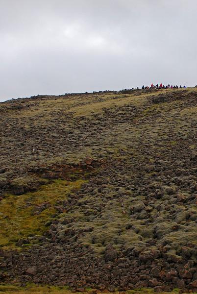 Flestir komu sér fyrir í á bökkum Mígandagrófar og borðuðu nestið sitt þar.