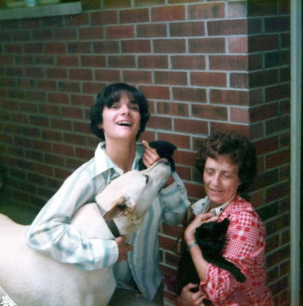 1976 Teri and Viv.jpeg