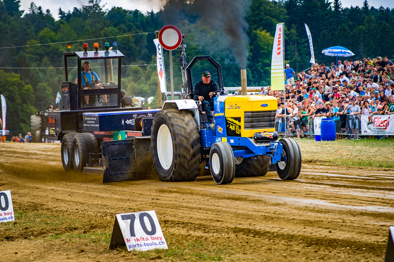 Tractor Pulling 2015-02494.jpg