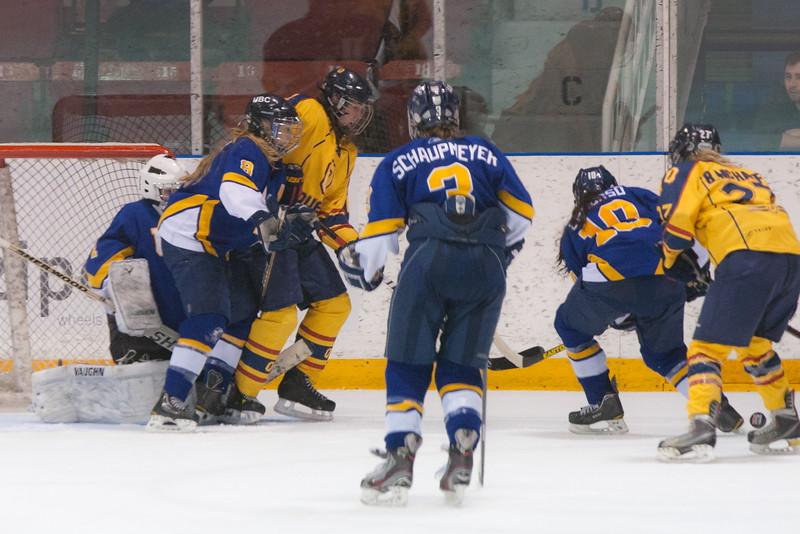 20130310 QWHockeyvsUBC 692.jpg