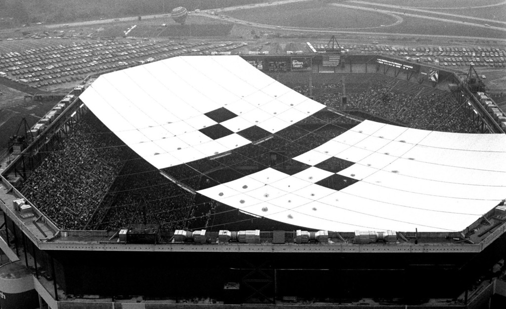 . FILE PHOTO--Aug. 23, 1975--Opening night at the Pontiac Metropolitan Stadium (Pontiac Silverdome).  The stadium opened, even though the roof wasn\'t completed yet.